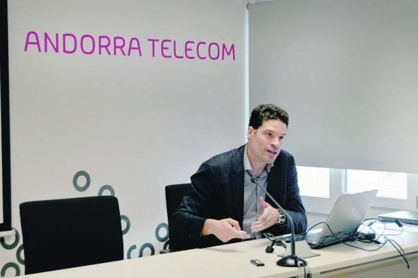 543 clients d'Andorra Telecom han d'autoritzar el canvi a la fibra òptica