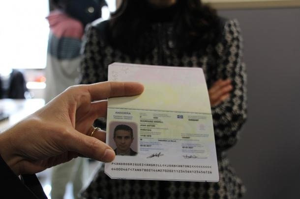 Un passaport biomètric.