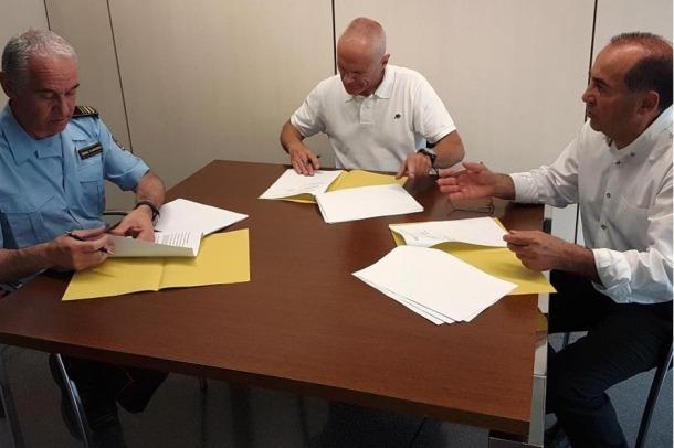 El moment de la signatura del conveni de col·laboració aquest dijous