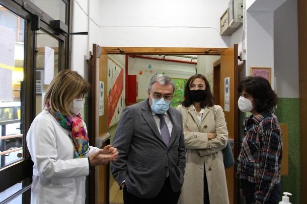 L'ambaixador d'Espanya a Andorra, Àngel Ros, durant la seva visita al col·legi Sagrada Família.