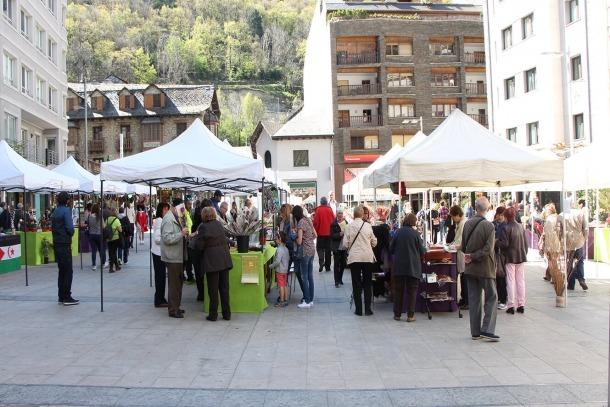 La plaça Coprínceps, la diada de Sant Jordi del 2017.