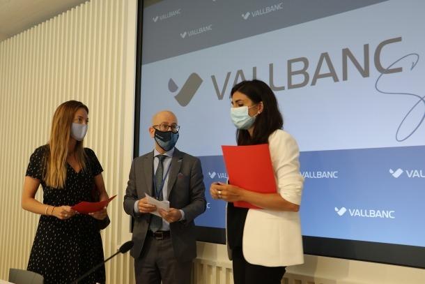 La secretària d'Estat d'Afers Socials, Habitatge i Joventut, Maria Teresa Milà; la secretària d'Estat de Salut, Helena Mas, i el director general de Negoci de Vall Banc, Sergi Martín.