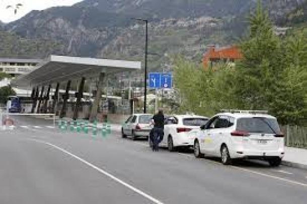 Taxis aturats a l'Estació Naciona d'Autobusos.