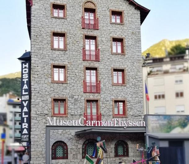 La pinacoteca de lantic Hostal Valira acull fins al 10 de setembre l'exposició 'Influencers en l'art'.
