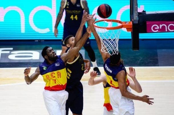 'Tunde' en un dels partits de la fase final excepcional de l'ACB a València.