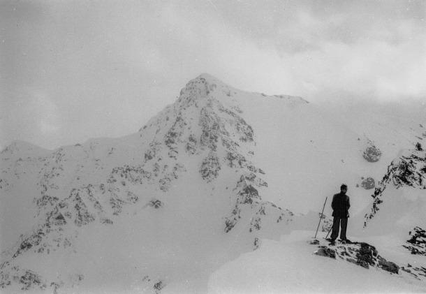 1935-1945: esquí de muntanya i, al fons, el sector de Pessons.