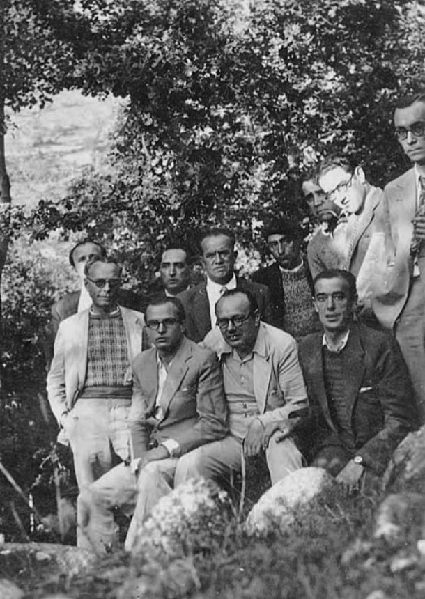1935: Canturri, al centre i amb camisa blanca, amb altres companys d'exili andorrà.
