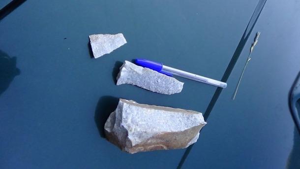 Eines ja tallades a partir del material lític recollit a la llera del riu Ansobell.