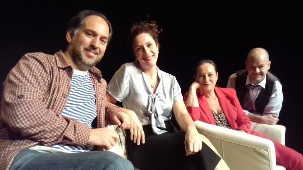 Agustí Franch, amb els protagonistes d''Èxit', en un assaig al setembre a les Fontetes.