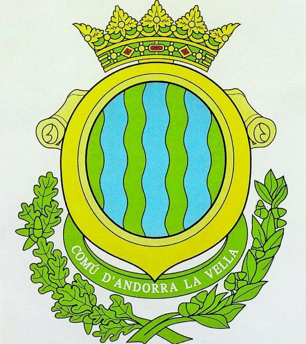 L'antic escut es va utilitzar com a mínim des del 1942 i fins al 2001; el nou es va estrenar per les eleccions comunals del 2003.