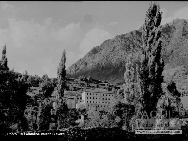 L'edifici del roc de les Anelletes, anteriorment l'Hotel de France, s'aixecava aproximadament on avui hi ha l'hospital de Nostra Senyora de Meritxell.