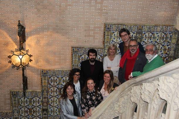 Els patrons de la Fundació Ramon Llull, amb la ministra Olga Gelabert i Montserrat Planelles, s'han reunit avui al Palau Baró de Quadras de Barcelona.