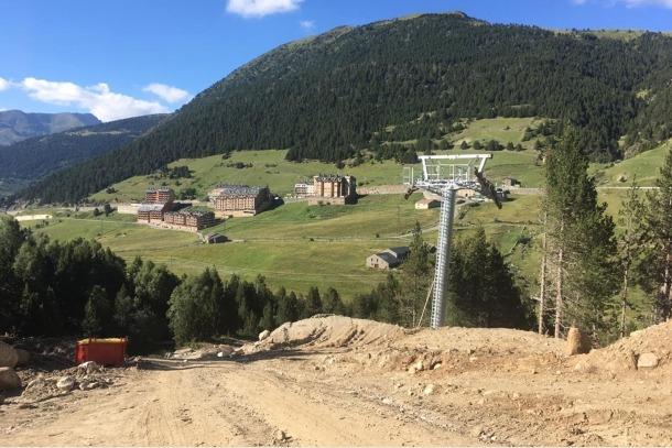 La nova pista del Pla de les Pedres ja 'està construint; la segona es començarà al setembre.