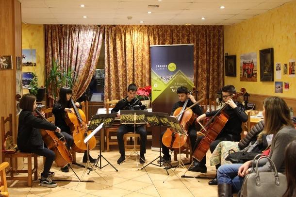 Els joves estudiants de l'Institut de Müsica de la capital van obrir ahir el cicle Música a la tassa.