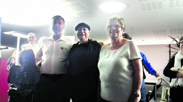 Foto de família amb els homenatjats aquesta edició dels premis Àgora: Salvadó, Ivern i Bellmunt, ahir al vespre al vestíbul del Consell General.