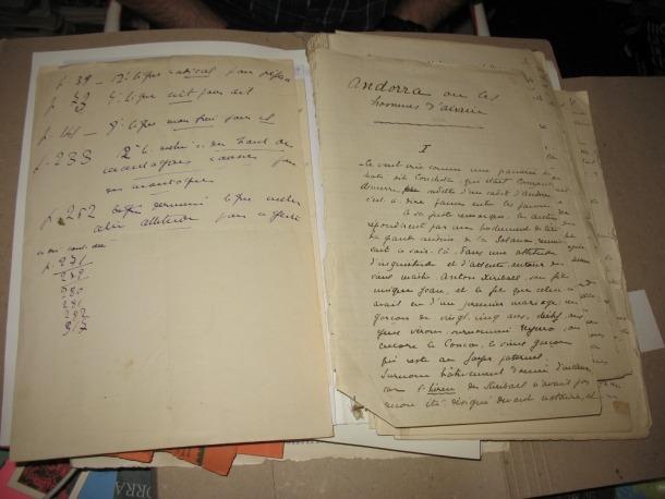 Manuscrit de 'Les hommes d'airain' cvedit per Jean Claude Chevalier a l'Arxiu Nacional.