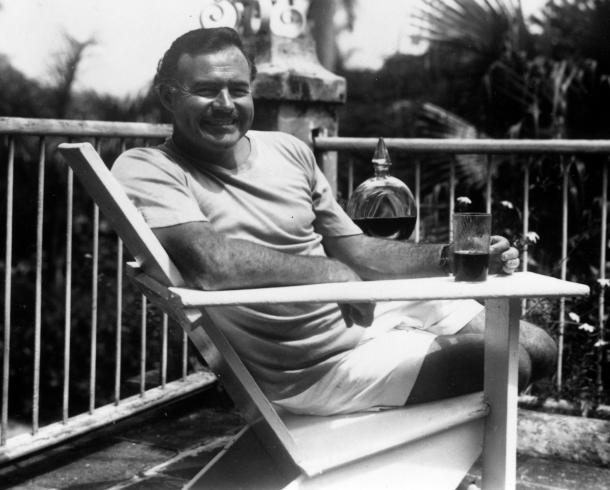 Hemingway, a la piscina de Finca Vigía, Cuba, el 1946.