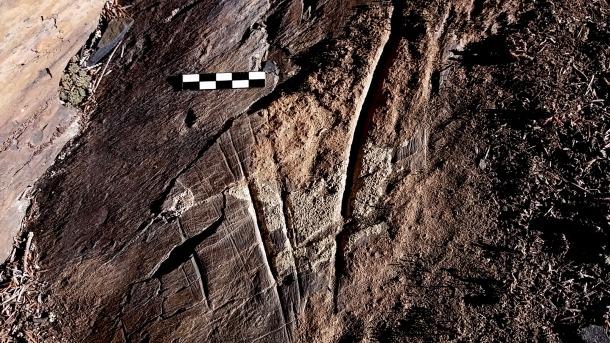 Incissions naviformes a Valls de Valira, per la banda de Canòlic i a Vila, que Casamajor data cap al segle III abans de Crist i relacionat amb el jaciment de Prats.