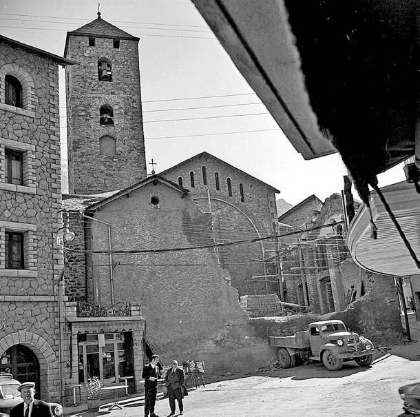 Obres d'ampliació de l'arxiprestal de Sant Esteve, entre el 1960 i el 1962.
