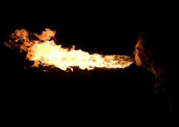 Gerard Miralles, 'domador de foc', és el director de l'escola d'especialistes.