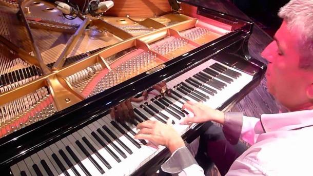Barceló, al seu hàbitat natural: el piano.