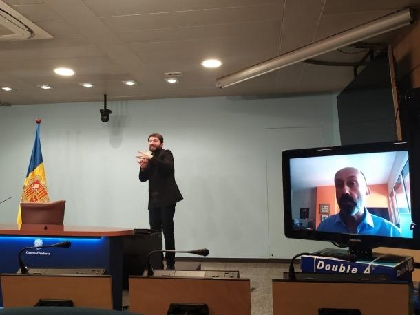 El ministre Benazet, en aïllament domiciliari, ha comparegut aquest migdia de nou via skype.