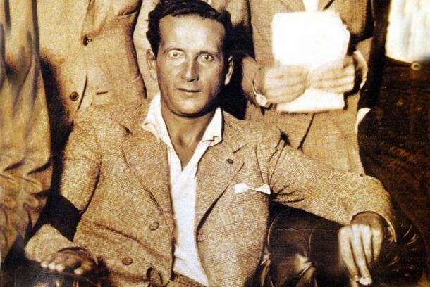 Retrat clàssic de Boris, envoltat de periodistes probablement pres a l'hotel Mundial de la Seu, que va convertir en la cort del seu regnat els fabulosos dies de juliol del 1934, i que va servir de portada en una de les reedicions de 'Borís I, rei d'Andorra', la novel·la fundacional del mite literari.