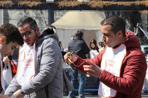 La plaça del Poble d'Andorra la Vella ha sigut l'escenari de la calçotada.