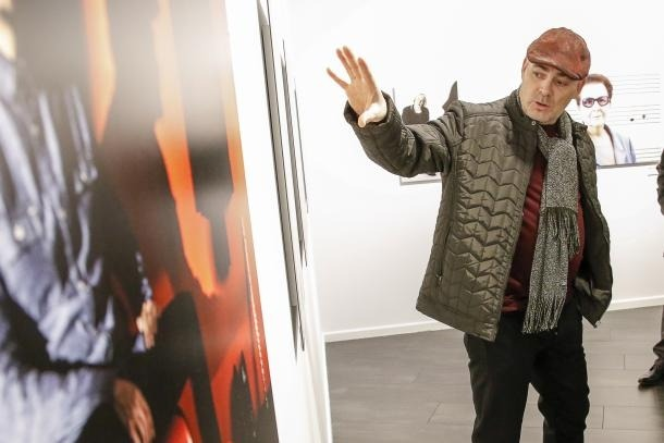 Aguareles, en la inauguració d'una exposició seva a la galeria Riberaygua.