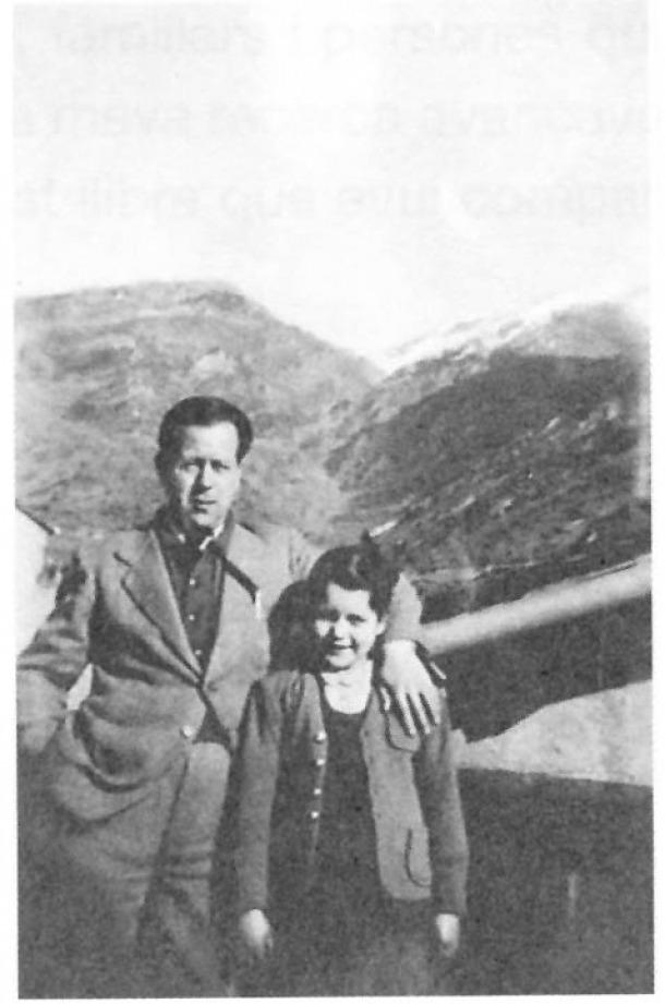 Francesc Viadiu i la seva filla, Maria Rosa, en els anys que van viure al carrer dels Xiulets de Sant Julià, entre el 1940 i el 1952.