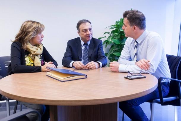 El raonador el ciutadà, Marc Vilà, ha estat rebut pels cònsols d'Andorra la Vella, Conxita Marsol i Marc Pons.