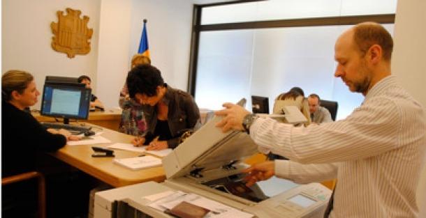 Ciutadans votant a la Batllia en uns comicis anteriors.