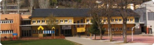 Exterior de l'escola Pau Claris, de la Seu d'Urgell.