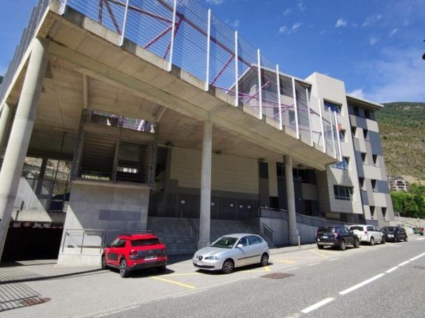 Vista exterior de l'escola andorrana de segona ensenyança d'Encamp.