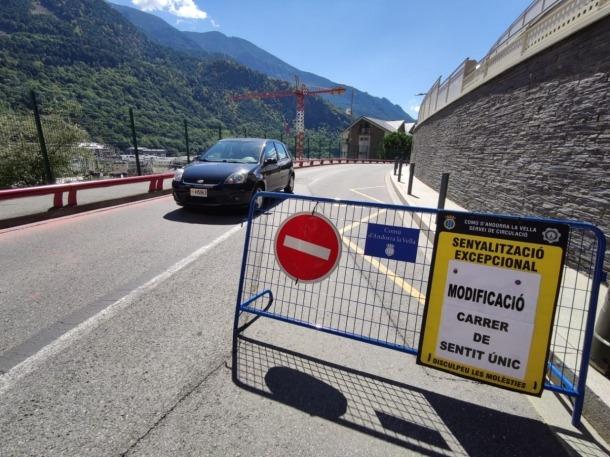 Indicacions sobre el canvi de sentit aplicat al carrer Sant Andreu.
