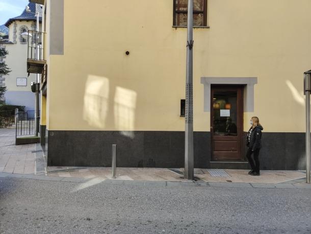 Confiar que les cantonades tinguin una placa informativa amb el nom del carrer és sovint una vana il·lusió.