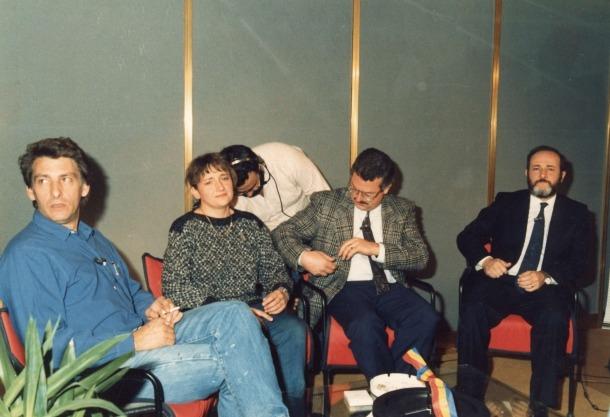 El plató de la primera Tele-Fira, el 1986: Carme Grau amb els cònsols de l'època, Manel Pons i Antoni Cerqueda, i el conseller Gerard Sasplugas.