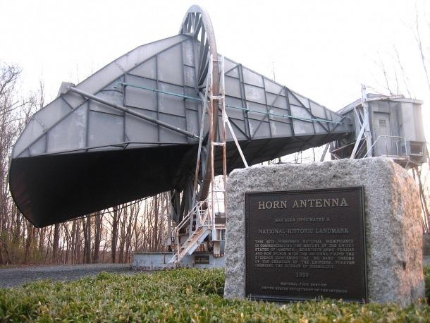 L'antena dels Laboratoris Bell que va servir per descobrir el fons de radiació de microones.