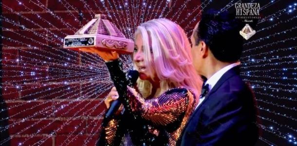 La cantant i actriu mexicana, en el moment de rebre el premi.