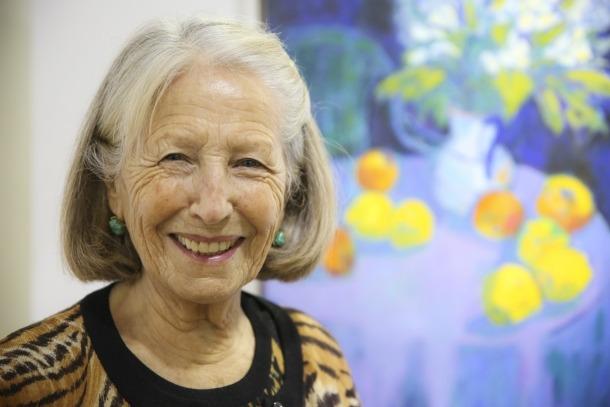 La veterana artista, a la galeria Art al Set, on exposa.