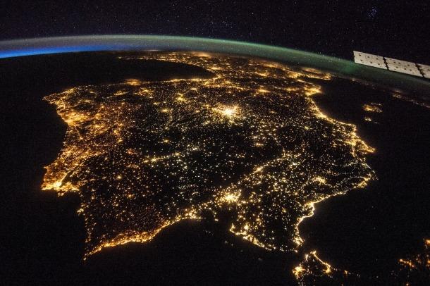 La contaminació lumínica afecta tothom; el 99% de la població dels EUA i Europa no pot experimentar una nit amb llum natural