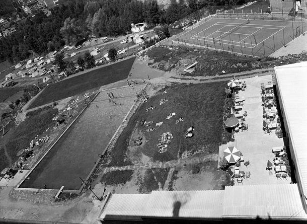 La psicina del Roc Blanc, en una fotografia sense data probablement de finals dels 60.