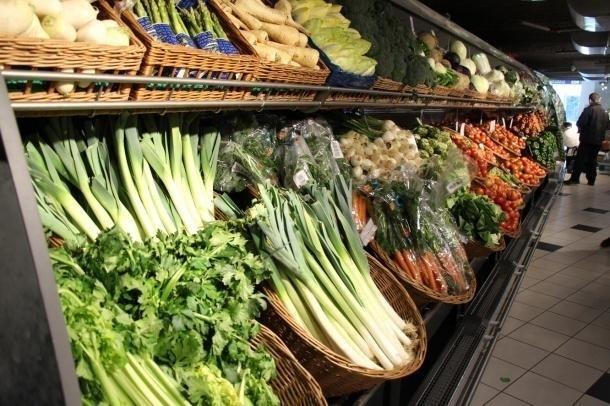 Secció de fruita i verdura d'un centre comercial.