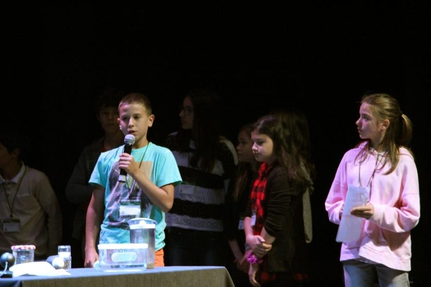 Els infants exposen els seus projectes en el IV Congrés de ciència a la vida quotidiana
