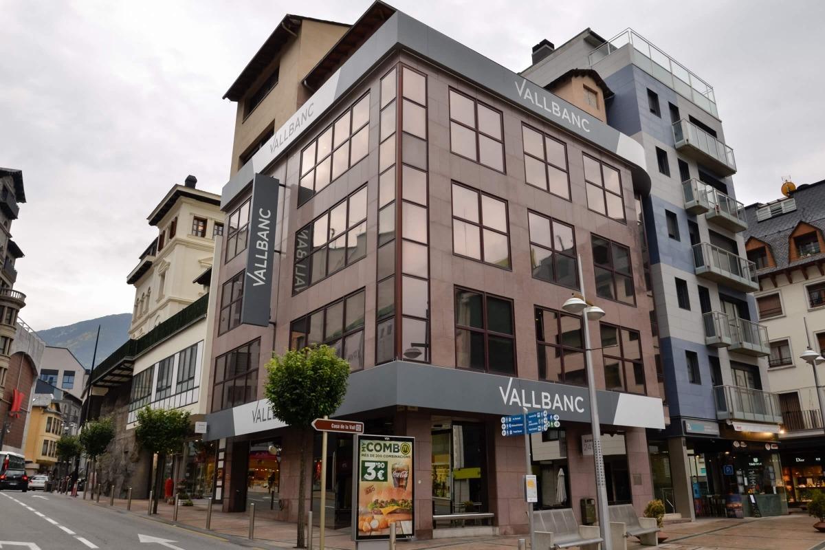 L'oficina de VallBanc a la plaça Rebés d'Andorra la Vella.