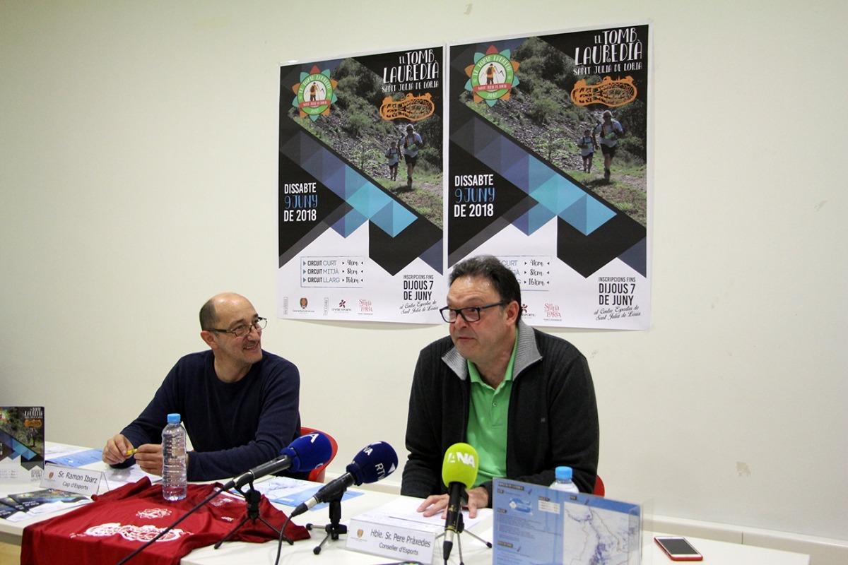 El cap d'Esports, Ramon Ibarz, i el conseller d'Esports, Pere Pràxedes, durant la presentació de la quarta edició del Tomb Lauredià.