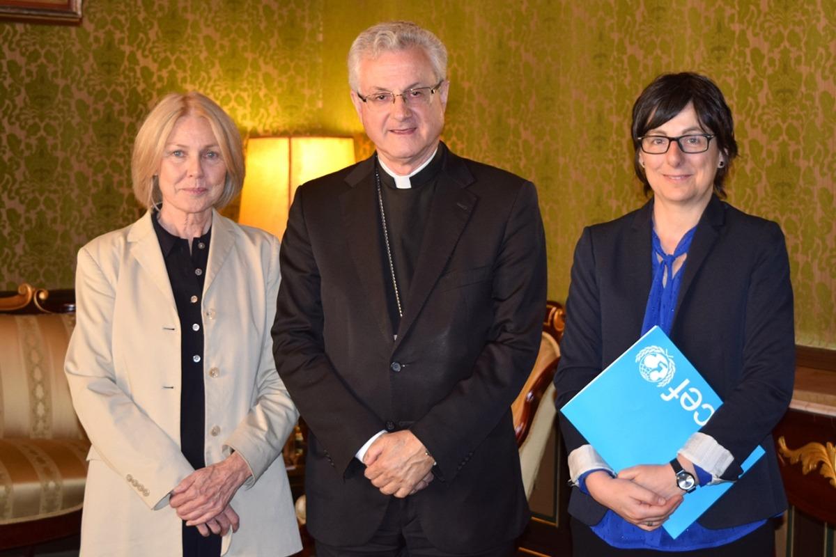L'arquebisbe amb la presidenta i la directora d'Unicef Andorra.