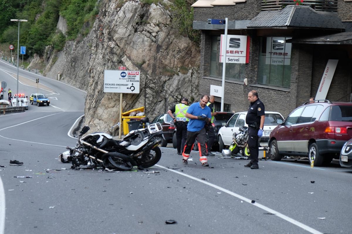 Així van quedar les dues motos que van xocar frontalment a l'alçada del concessionari de la Seat, a la carretera de l'Obac.