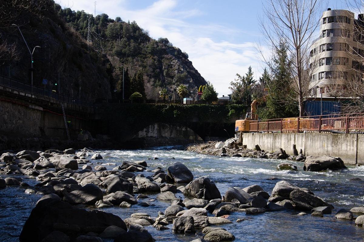 El riu Valira al seu pas per Sant Julià.