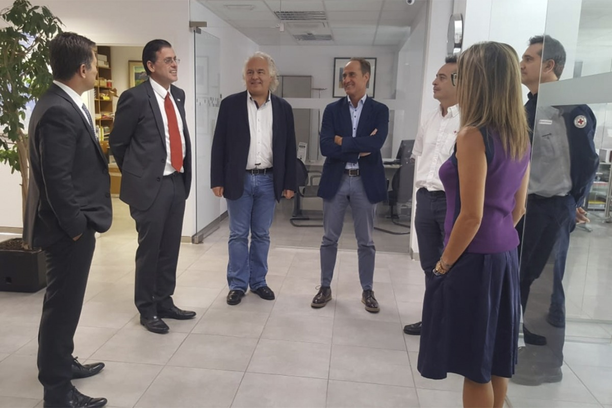 El vicepresident de la Federació Internacional de la Creu Roja i la Mitja Lluna Roja, Miguel Ángel Villarroel, durant la reunió d'aquest dimarts amb els màxims responsables de la Creu Roja Andorrana.